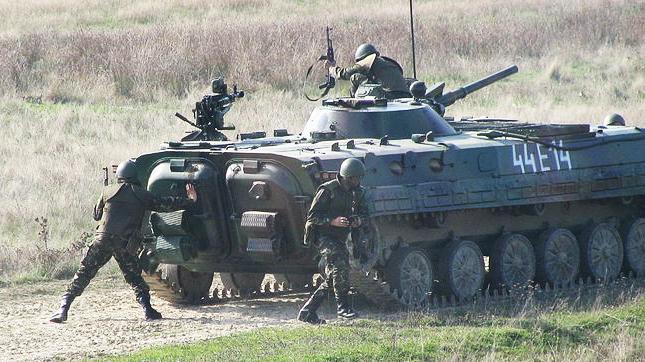Debarcarea_unei_grupe_de_infanterie_din_masina_de_lupta_MLI-84