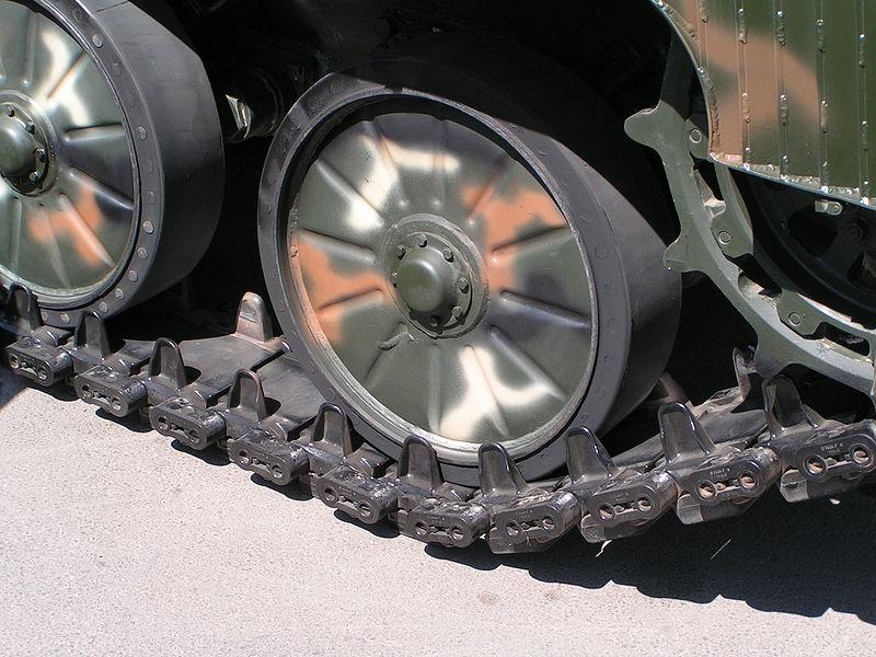 MLI-84M1_Expomil4_roadwheels-closeup