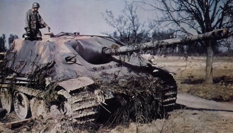US troops inspect a captured Jagdpanther in 1945