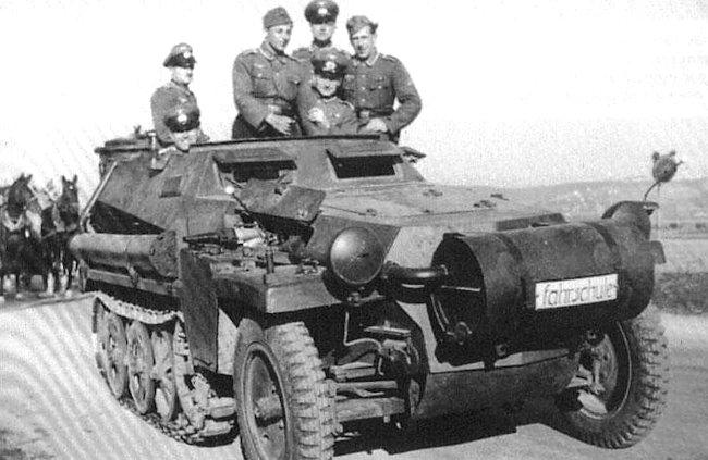 Sd.Kfz.250/1 Ausf.A leichter Schützenpanzerwagen (Holzgas)