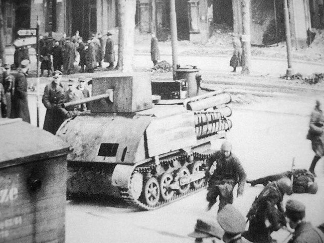 Several Holzgas Fahrschulpanzer Is were modified to resemble tanks and used to train the Volkssturm in 1945.
