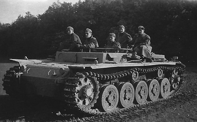 Notice that there are only five track road wheels on this Fahrschulepanzerwagen III, and not the normal six wheels. This tank is a rare example of a Panzer III Ausf.A, the first version of the Panzer III that entered service with the German Army. They were first delivered in 1937. The wheels are bigger than the wheels used in later versions.