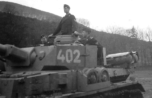 A turreted Panzer IV with the gas cylinders fixed in a horizontal position on the outside of the tank at the rear.