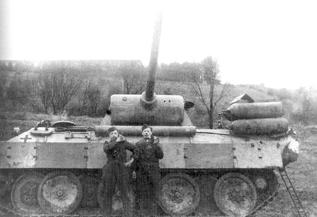 Another photo of a Fahrschulepanzerwagen V Panther powered by Stadtgas cylinders. The image is obviously overexposed.