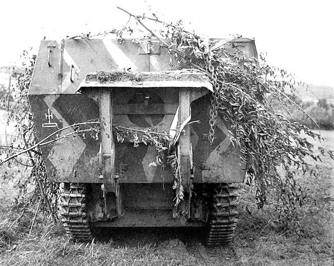 Rear view of the 15cm sFH 13-1 (Sf) auf GW Lorraine Schlepper(f)