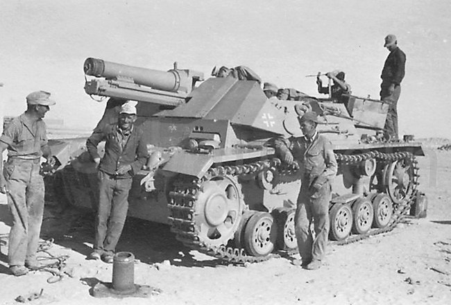 The crew of the 15 cm s.I.G. 33 B (Sfl.) auf Fahrgestell Pz.Kpfw. III Ausf. H