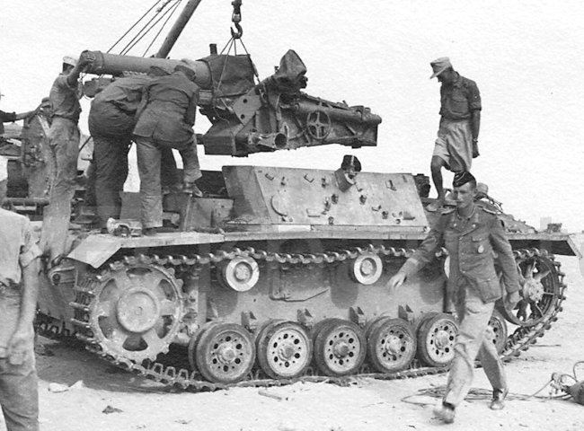 construction of the 15cm sIG 33 L/11 auf Fahrgestell Panzerkampfwagen III Ausf.H (Sf)