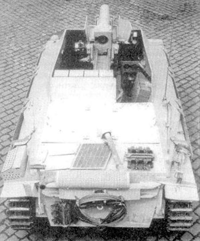 Top view of the open fighting compartment if the 15 cm s.I.G 33/2 (Sf) auf Jagdpanzer 38(t)