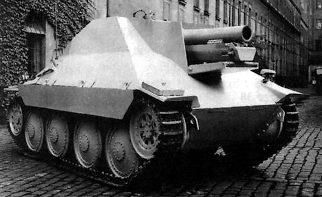 A Bergepanzer 38(t) was used to build the first prototype 15 cm s.I.G 33/2 (Sf) auf Jagdpanzer 38(t)
