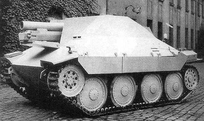 15 cm s.I.G 33/2 (Sf) auf Jagdpanzer 38(t) with the gun trough resting on the armored hatch