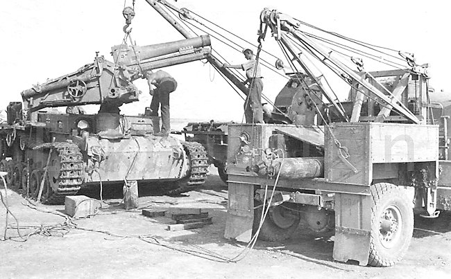 Heavy lifting gear was needed to fit the 15cm sIG 33 L/11 gun into the Panzer III Ausf.H tank chassis