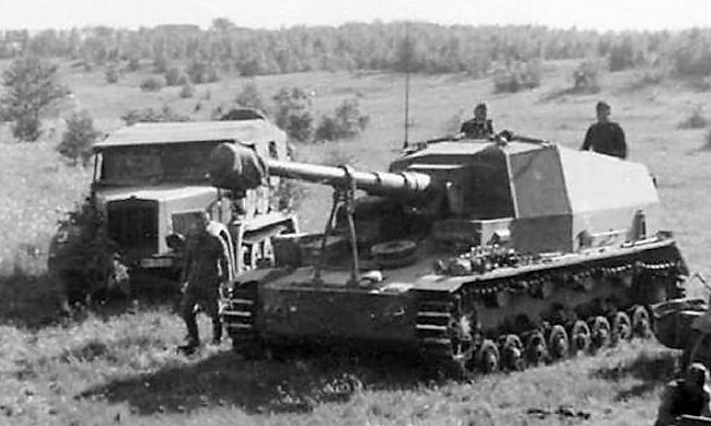 The 105mm K18 Dicker Max SPG during combat trails on the Eastern Front 1941