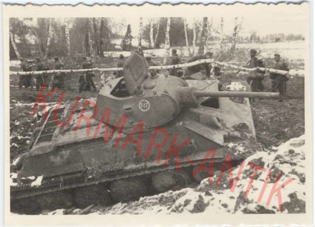 This image seems to be of the same vehicle as the above. It is clearly a regular T-34/76. The white circle divisional marking is also visible in the above photo, as seems to be the 7 in T-17
