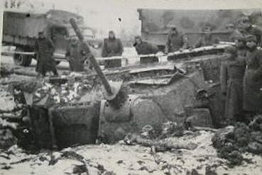 This T-34 is also often represented as being an Exterminator. However, the length and width of the barrel are not consistent with those of other T-34/57s on record. A circle on the mantlet seems to be visible, but due to the low-resolution of the image, it might very well be an illusion or a photoshop