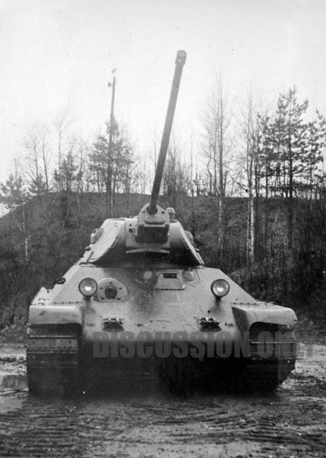 Another photograph of the first T-34/57 prototype. Note the flat recoil mechanism armor on the gun nose.