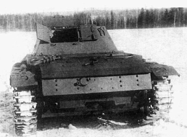 This Su-76i SPG does not have the external fuel tanks fitted to on the rear of the vehicle or the armoured engine hatch covers.