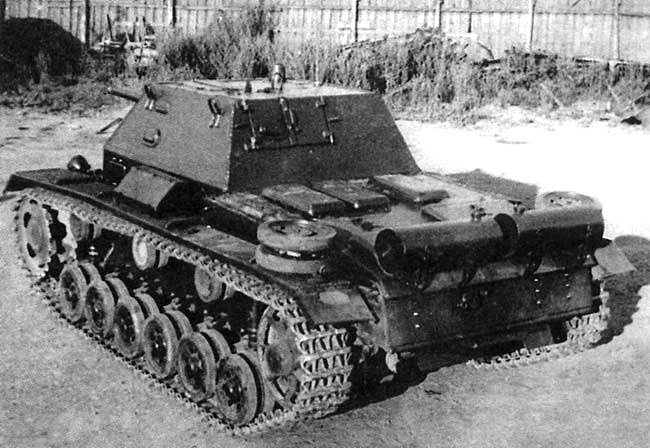 Rear view of a SU-76i SPG. Notice the large crew hatch, armored engine hatch covers and external fuel containers.