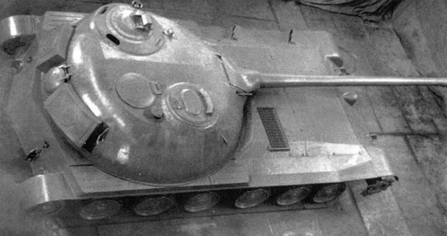 Top-rear view of the Object 416. The size of the turret compared to the rest of the hull can be observed - Source: Topwar.ru