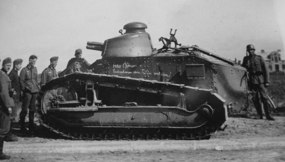 Polish Renault FT originally belonging to armored train Nr.11 or Nr.14., captured in Łowicz area. The inscriptions are in German. Note the Hotchkiss HMG tripod on top of the engine compartment.