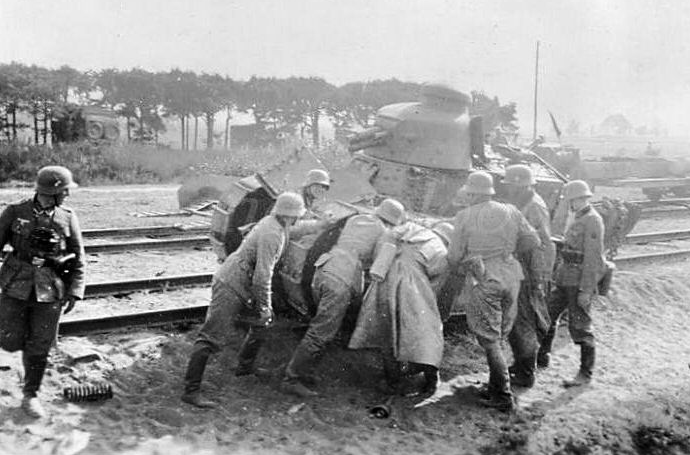 Polish Renault FT originally belonging to armored train. Note the turret bulges on the sides of the gun mount, an identifying piece of Polish FT's.