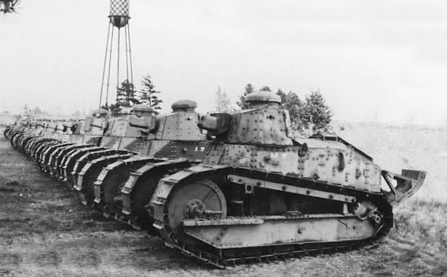 The first M1917 tank is armed with a 37mm M1916 cannon