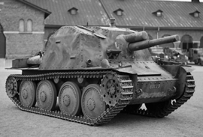 Notice the different roof construction on this Swedish Army Sav m/43 tank destroyer