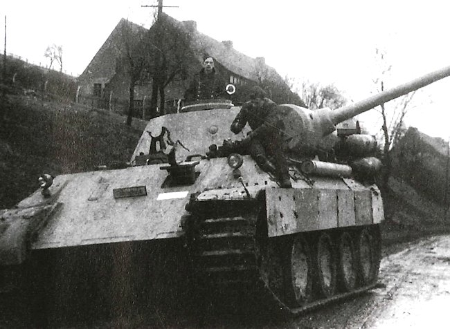 Fahrschulepanzerwagen V Panther powered by Stadtgas cylinders. Notice there is no hull machine gun.