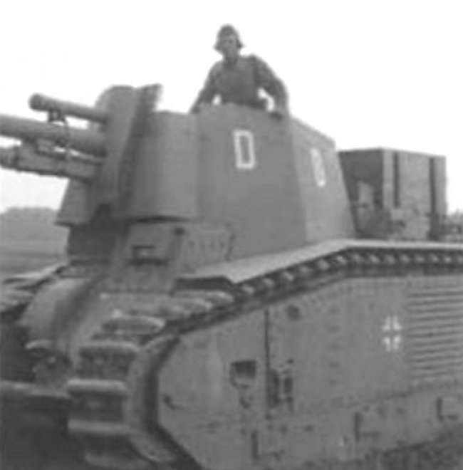 Notice that 10.5cm le.F.H.18/3 (Sf) auf GW B2(f) SPG D is carrying a large wooded box on the back.