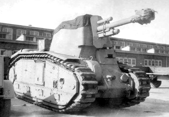 10.5cm le.F.H.18/3 (Sf.) auf G.W.B2 in the Rheinmetall-Borsig factory with bad weather tarpaulin on the top
