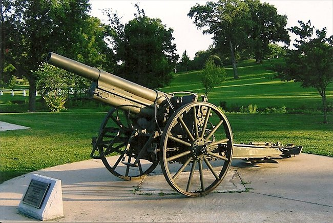 German 10.5cm LeFH 16 Howitzer preserved in a park, North Baltimore Street, Kirksville, MO, USA