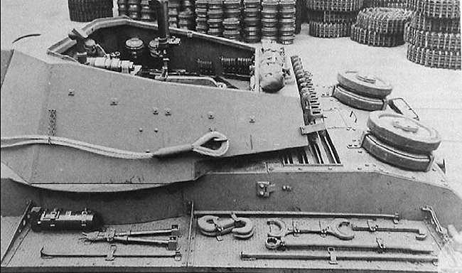 The 10.5cm leFH 18/1 (Sf) auf GW IVb turret had a gunner's periscope sight at the front on the right side