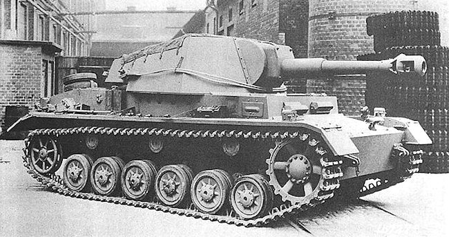 Completed 10.5cm leFH 18/1 (Sf) auf Geschützwagen IVb at the factory
