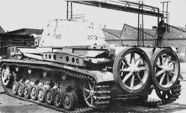 10.5cm le.F.H.18/1 L/28 auf Waffenträger IVb rear view