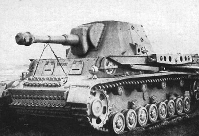 10.5cm le.F.H.18/1 L/28 auf Waffenträger IVb prototype.