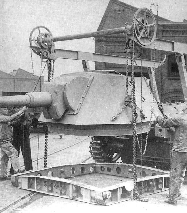 10.5cm leFH 18/1 L/28 auf Waffenträger IVb turret