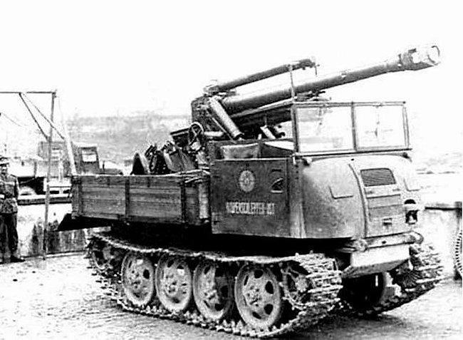 10.5cm Gebirgshaubitze 40 (10.5cm GebH 40) mountain howitzer on the back of a Raupenschlepper Ost