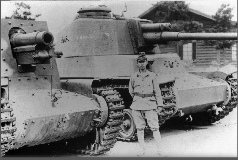 A Ho-Ro sitting next to a Type 4 Chi-To
