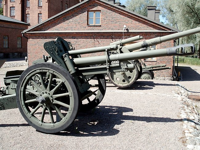 German Army 10.5 cm le.F.H. 18 light field howitzer on display at the Finnish Artillery Museum, Finland