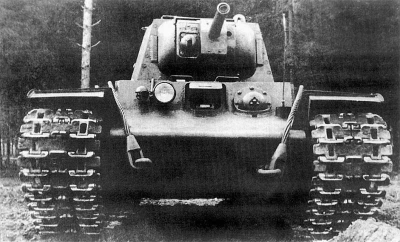 A front view of the KV-8. Notice that the only difference between this tank and a standard tank is the gun mantlet.