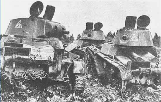 Three HT-133s lost in 1941. The turret markings indicate deployment in the Leningrad Military District