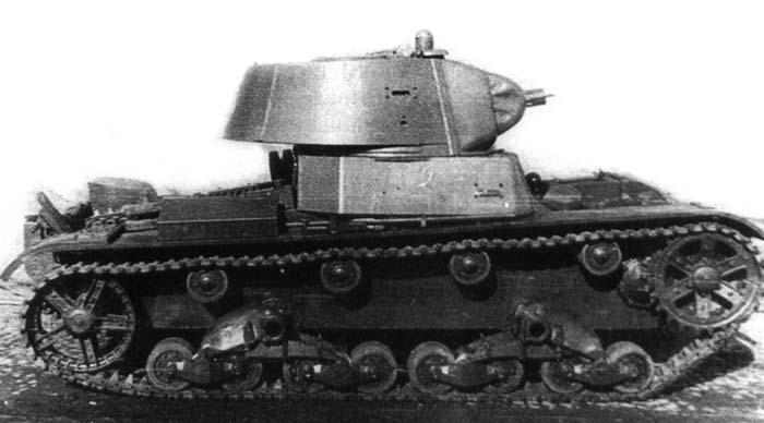 The HT-133 used the hull and turret of a standard T-26 Model 1939. Notice that the turret is on the right hand side of the hull, whereas the standard production tanks had the turrets on the left side
