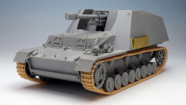 The front hull superstructure and driver's armored compartment were redesigned in early 1944