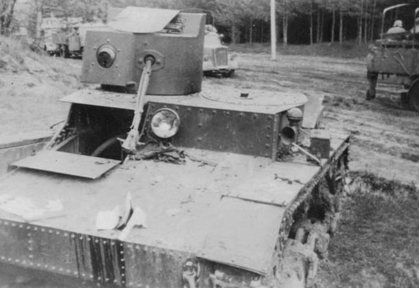 One of the initialproduction HT-26s. Notice that the flame unit is placed in the cheek of the turret.