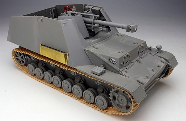 The Hummel-Wespe 10.5 cm SPG had the louvered engine vents protected by an armoured shaped cover