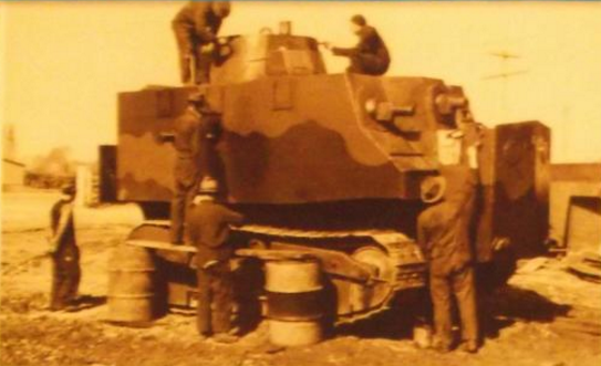 Prototype tank receiving a two-tone camouflage coat of paint - note the lack of the corrugated armor which is yet to be fitted