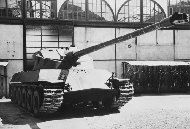 Front view of the Lorraine 40t, showing the pike nose and oscillating turret