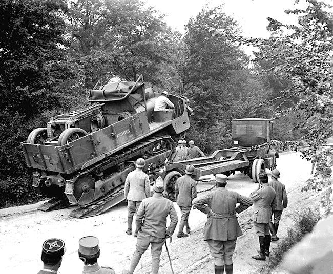 Le tracteur d'artillerie chenillé Schneider CD