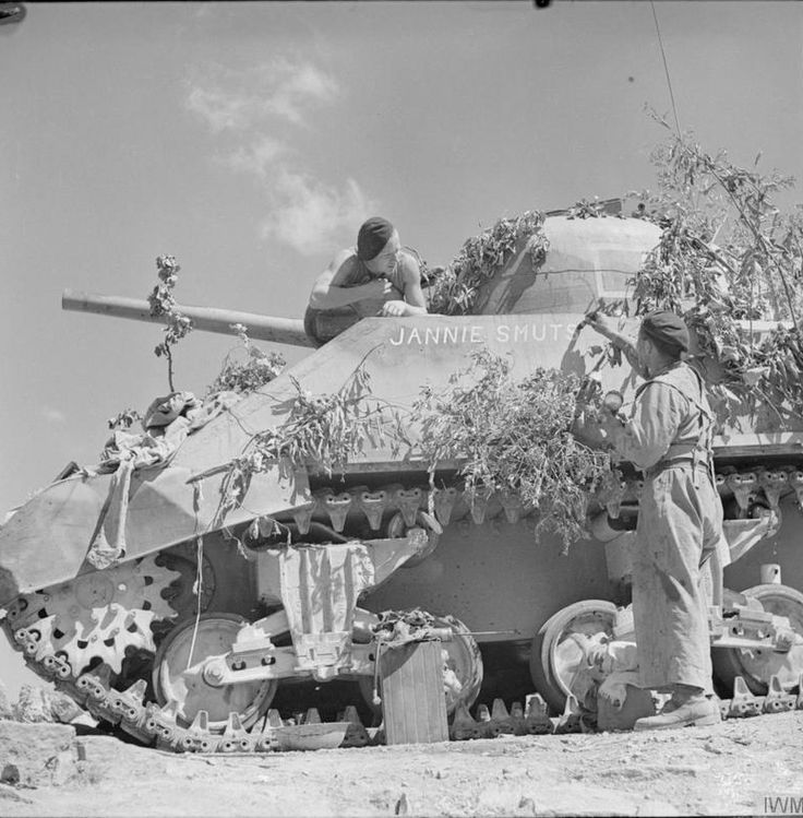 Sherman tank Jannie Smut in training, North Africa