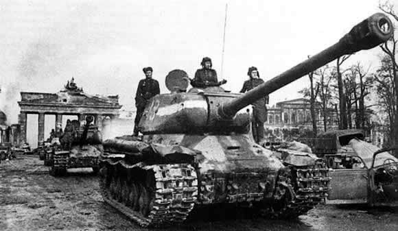 IS-2 at the Brandenburg Gate